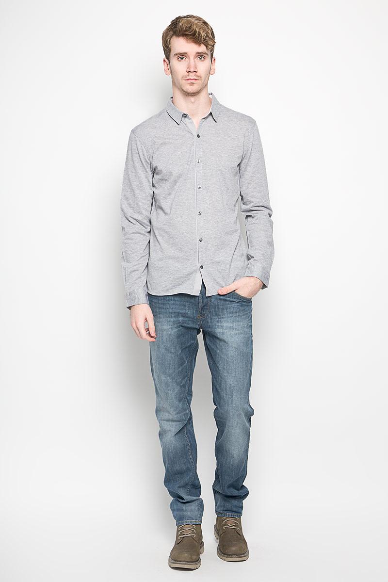 Рубашка мужская Tom Tailor, цвет: серый меланж. 2031331.00.15_2220. Размер S (46)2031331.00.15_2220Модная мужская рубашка Tom Tailor прекрасно подойдет для повседневной носки. Благодаря своему составу, в который натуральный хлопок, изделие очень мягкое и приятное на ощупь, не сковывает движения и хорошо пропускает воздух. Рубашка с отложным воротником и длинными рукавами застегивается на пуговицы по всей длине. На рукавах предусмотрены манжеты с застежкой на пуговицы.Такая модель будет дарить вам комфорт в течение всего дня и станет стильным дополнением к вашему гардеробу.
