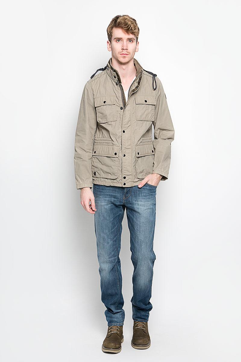Куртка мужская Marc O`Polo, цвет: бежево-оливковый. 116470172. Размер S (44)116470172Стильная мужская куртка Marc OPolo подчеркнет вашу индивидуальность. Куртка изготовлена из высококачественной ткани. Модель с воротником-стойкой застегивается на застежку-молнию и имеет ветрозащитный клапан на кнопках. На воротнике предусмотрен потайной карман на молнии, внутрь которого убирается капюшон. Модель имеет спереди четыре накладных кармана с клапанами на кнопках и один внутренний прорезной карман на застежке-кнопке. С внутренней стороны на талии предусмотрена регулируемая кулиска. Рукава регулируются по ширине с кнопок. В такой куртке вам будет тепло и комфортно, а стильный дизайн и великолепное качество подчеркнут ваш вкус и статус.