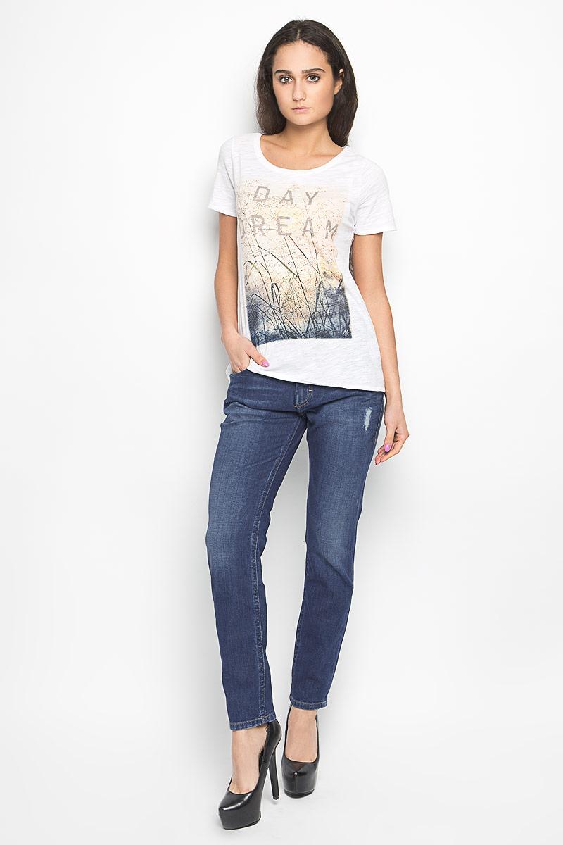 Джинсы женские Marc O`Polo, цвет: синий. 912112273. Размер 26-32 (42-32)912112273Стильные женские джинсы Marc O`Polo станут отличным дополнением к вашему современному образу. Модель зауженного кроя выполнена из эластичного хлопка. Застегиваются джинсы на металлическую пуговицу в поясе и ширинку на застежке-молнии, имеются шлевки для ремня. Спереди модель дополнена двумя втачными карманами и небольшим накладным кармашком, а сзади - двумя накладными карманами. Джинсы оформлены эффектом потертости, перманентными складками и оригинальными клепками. Один из задних карманов декорирован имитацией прорезного кармана. В этих джинсах вы всегда будете чувствовать себя уютно и комфортно.