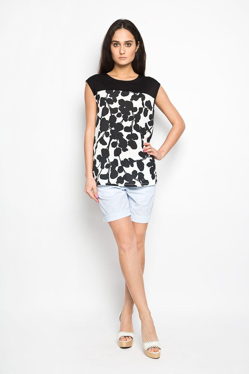 Шорты женские Sela, цвет: голубой, белый. SH-115/706-6244. Размер 42SH-115/706-6244Стильные женские шорты Sela станут прекрасным дополнением к летнему гардеробу. Они изготовлены из хлопка, мягкие и приятные на ощупь, не сковывают движения, обеспечивая наибольший комфорт. Модель на талии застегивается на брючный крючок и дополнительно на пуговицу. Имеется ширинка на застежке-молнии и шлевки для ремня. Спереди шорты дополнены двумя втачными карманами с косыми краями, а сзади - двумя прорезными карманами. Оформлено изделие принтом в узкую полоску.Эти шорты идеальный вариант для жарких летних дней.