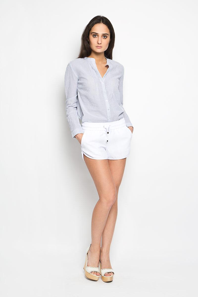 Шорты женские Sela, цвет: белый. SH-115/672-6204. Размер 46SH-115/672-6204Короткие женские шорты Sela станут прекрасным дополнением к летнему гардеробу. Они изготовлены из полиэстера, мягкие и приятные на ощупь, не сковывают движения, обеспечивая наибольший комфорт. Модель на талии имеет широкую эластичную резинку, дополненную скрытым шнурком. Спереди шорты дополнены двумя втачными карманами с косыми краями. Низ штанин немного закруглен к внешним боковым швам.Эти шорты идеальный вариант для жарких летних дней.