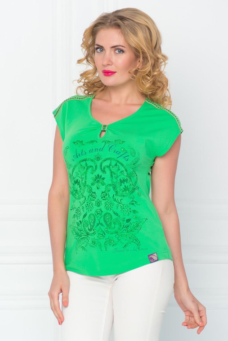 Футболка женская BeGood, цвет: зеленый. SS16-BGUZ-491. Размер 42SS16-BGUZ-491Стильная женская футболка BeGood изготовлена из эластичного хлопка.Приталенная модель с короткими рукавами и круглым вырезом горловины оформлена оригинальным ярким принтом. Нижняя часть выреза горловины украшена декоративной сборкой.