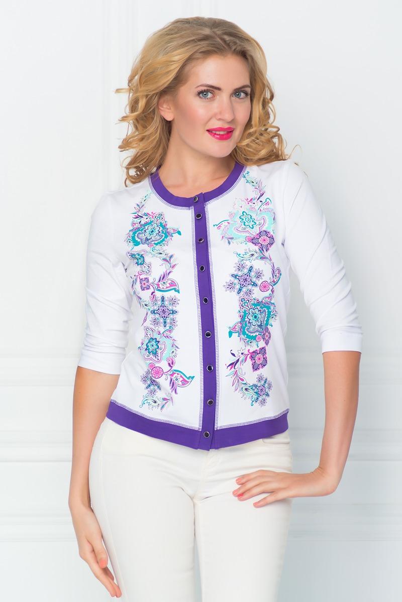 Блузка женская BeGood, цвет: белый, фиолетовый. SS16-BGUZ-530. Размер XL (50)SS16-BGUZ-530Женская блуза BeGood с рукавами 3/4 и круглым вырезом горловины выполнена из эластичного хлопка. Блузка с удлиненными полочками застегивается на пуговицы спереди. Модель оформлена красочным цветочным орнаментом и имеет контрастную отделку.