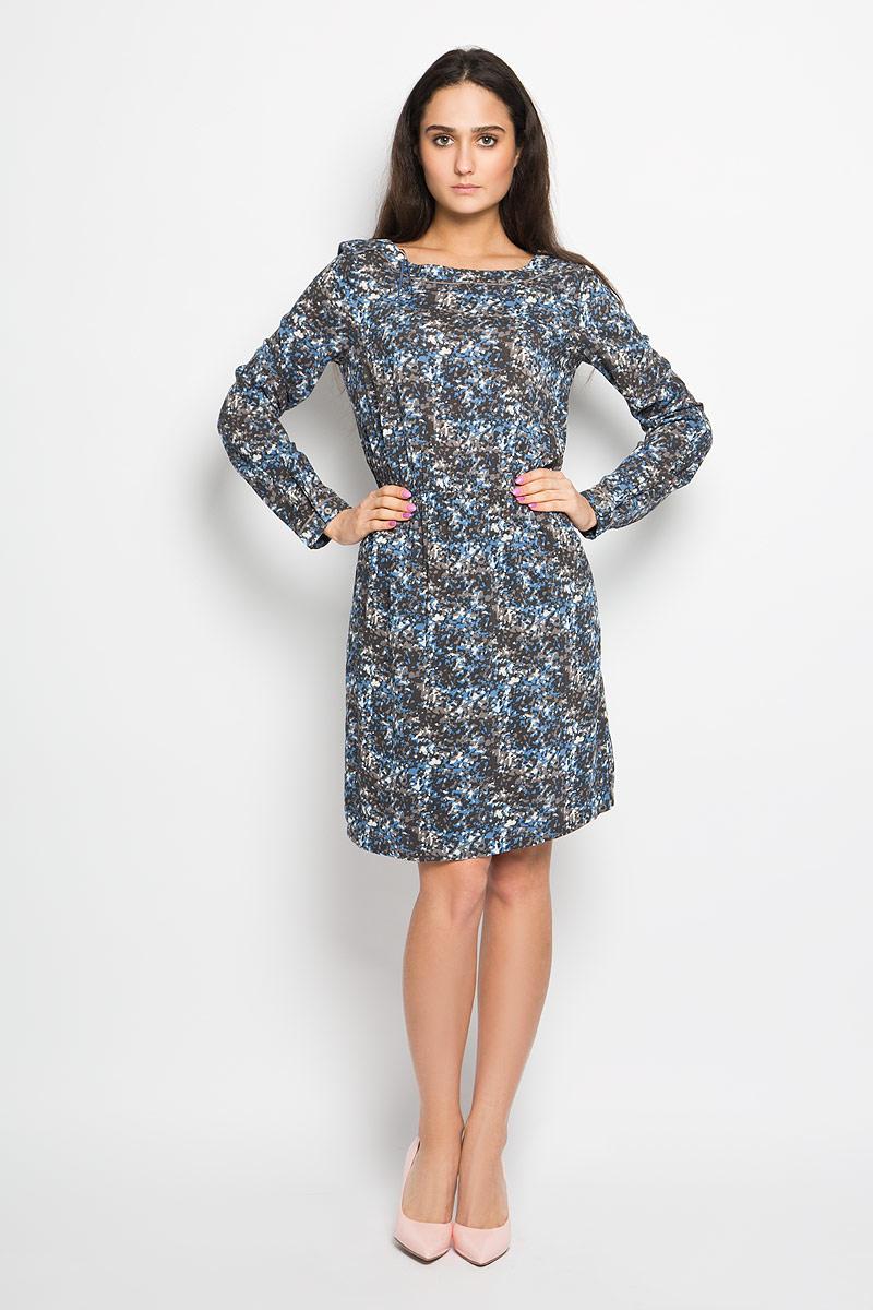 Платье Marc OPolo, цвет: серый, белый, голубой. 100721223. Размер 36 (40)100721223Очаровательное платье Marc O`Polo, выполненное из тонкой и приятной на ощупь вискозной ткани идеально впишется в ваш гардероб.Модель полуприлегающего силуэта, с длинными рукавами и воротником-лодочкой. Изысканное платье, оформленное оригинальным принтом, создаст обворожительный неповторимый образ. Изделие дополнено подъюбником. Талию подчеркнет эластичная резинка. Модель дополнена двумя врезными карманами по бокам. Рукава с манжетами на пуговицах.Это модное и удобное платье станет превосходным дополнением к вашему гардеробу, оно подарит вам удобство и поможет вам подчеркнуть свой вкус и неповторимый стиль.