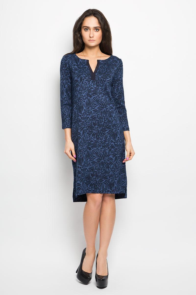 Платье Marc OPolo, цвет: синий. 304159085. Размер 38 (42)304159085Очаровательное платье Marc O`Polo, выполненное из приятной на ощупь вискозной ткани, идеально впишется в ваш гардероб.Модель полуприлегающего силуэта, с рукавами 3/4 и v-образным вырезом горловины. Изысканное платье, оформленное оригинальным принтом, создаст обворожительный неповторимый образ. Спинка изделия немного удлинена.Это модное и удобное платье станет превосходным дополнением к вашему гардеробу, оно подарит вам удобство и поможет вам подчеркнуть свой вкус и неповторимый стиль.