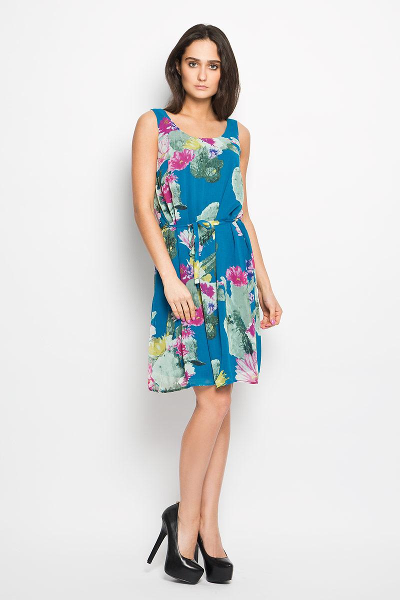Платье Sela, цвет: темно-бирюзовый, розовый, желтый. Dsl-117/743-6225. Размер 46Dsl-117/743-6225Очаровательное платье Sela, выполненное из высококачественного материала с подкладкой, идеально впишется в ваш гардероб.Модель свободного кроя без рукавов и круглым вырезом горловины. Изысканное платье, оформленное оригинальным цветочным принтом, создаст обворожительный неповторимый образ. Талию подчеркнет тонкий текстильный поясок, выполненный в цвет изделия.Это модное и удобное платье станет превосходным дополнением к вашему гардеробу, оно подарит вам удобство и поможет вам подчеркнуть свой вкус и неповторимый стиль.