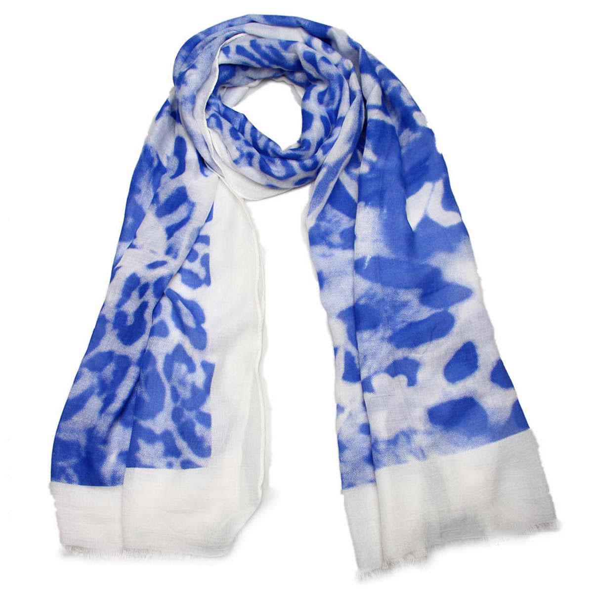 Палантин женский Venera, цвет: белый, синий. 3414601-2. Размер 90 см х 180 см3414601-2Элегантный женский палантин Venera изготовлен из вискозы. Палантин имеет отличное качество и приятную текстуру материала, он подарит настоящий комфорт при носке, а большие размеры позволят согреться в прохладную погоду.Изделие оформлено актуальным звериным принтом и небольшой бахромой по краям.Этот модный аксессуар женского гардероба гармонично дополнит образ современной женщины, следящей за своим имиджем и стремящейся всегда оставаться стильной. В этом палантине вы всегда будете выглядеть женственной и привлекательной.