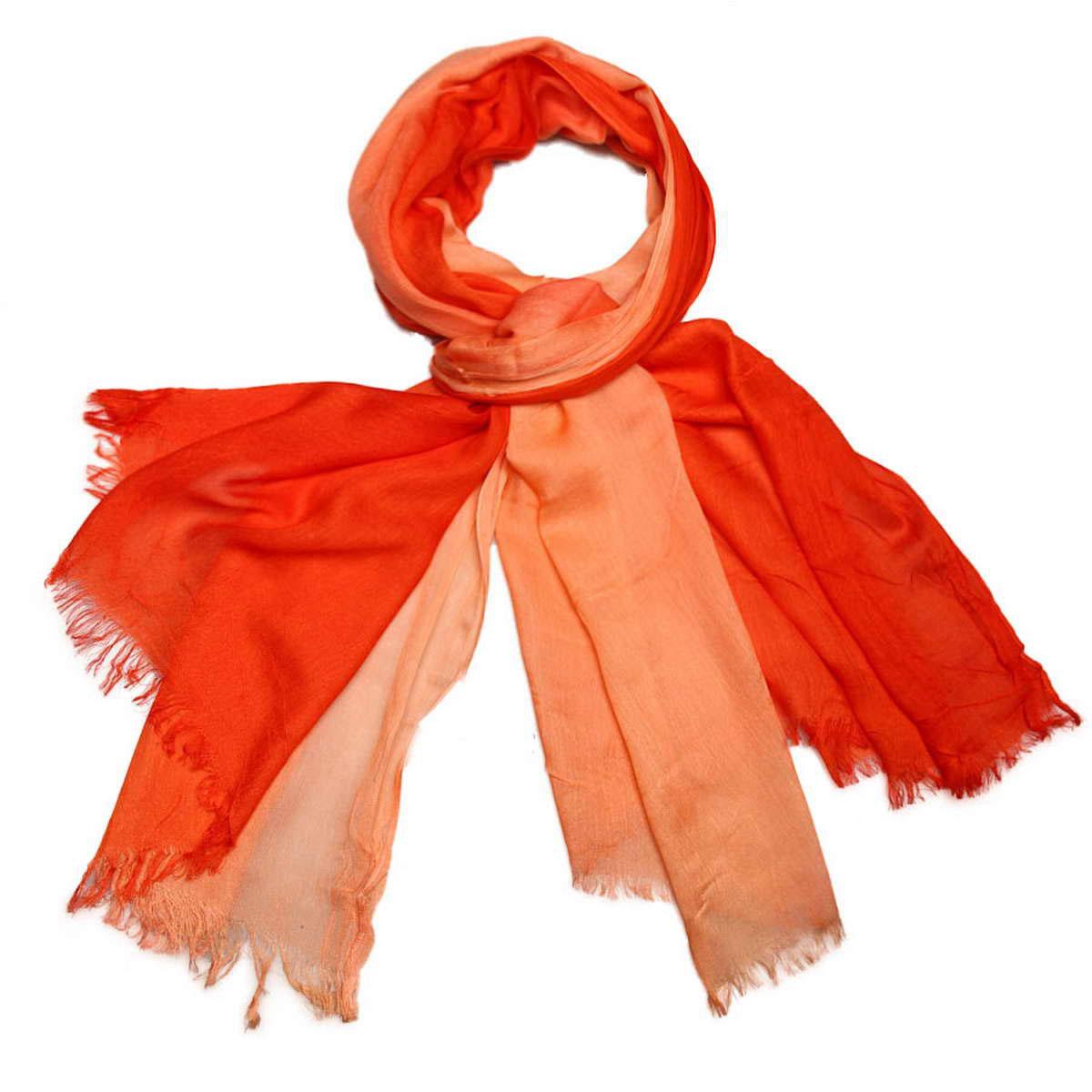 Палантин женский Venera, цвет: персиковый. 3415401-18. Размер 70 см х 180 см3415401-18Элегантный женский палантин Venera изготовлен из вискозы и шелка. Палантин имеет отличное качество и приятную текстуру материала, он подарит настоящий комфорт при носке, а большие размеры позволят согреться в прохладную погоду.Изделие оформлено двухцветной гаммой и небольшой бахромой по краям.Этот модный аксессуар женского гардероба гармонично дополнит образ современной женщины, следящей за своим имиджем и стремящейся всегда оставаться стильной и утонченной. В этом палантине вы всегда будете выглядеть женственной и привлекательной.