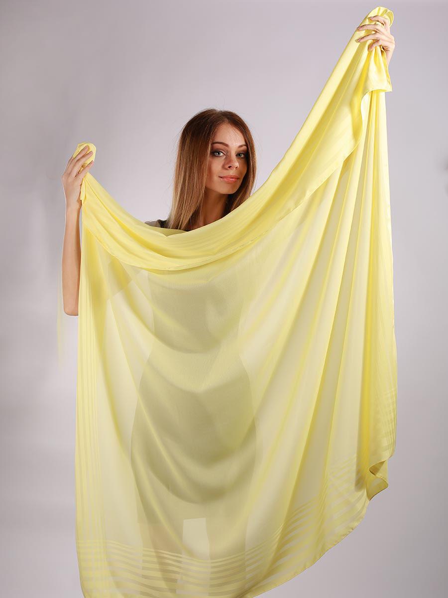 Платок женский Venera, цвет: желтый. 3902527-22. Размер 140 см х 140 см3902527-22Яркий и стильный женский платок Venera изготовлен из легкого и нежного полиэстера, не оставит равнодушной ни одну настоящую модницу. Большой размер изделия позволяет повязать его множеством разных и стильных вариантов. Такой чудесный аксессуар будет гармонично смотреться и с рваными джинсами, и со строгим костюмом, и даже с вечерним нарядом.Платок Venera превосходно дополнит любой наряд и подчеркнет ваш неповторимый вкус и элегантность.