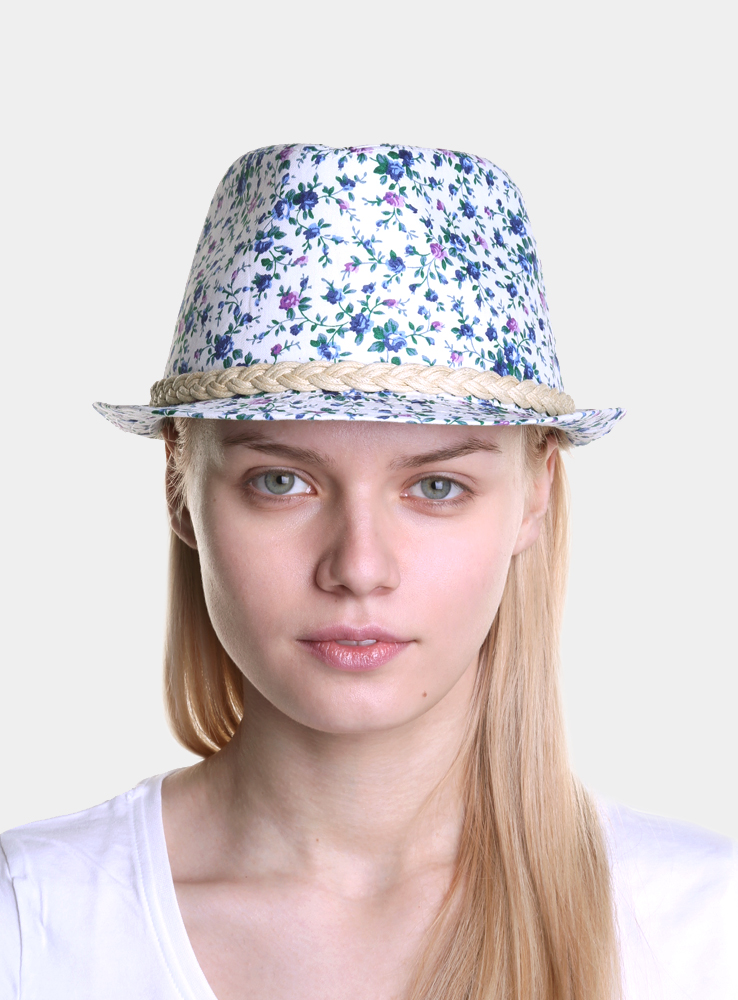 Шляпа женская Canoe Gestiya, цвет: белый, голубой. 1963254. Размер 571963254Модная шляпа-трилби Canoe Gestiya, выполненная из хлопка, украсит любой наряд.Шляпа оформлена плетеной лентой вокруг тульи и имеет оригинальную цветочную расцветку. Благодаря своей форме, шляпа удобно садится по голове и подойдет к любому стилю. Шляпа легко восстанавливает свою форму после сжатия.Такая шляпка подчеркнет вашу неповторимость и дополнит ваш повседневный образ.