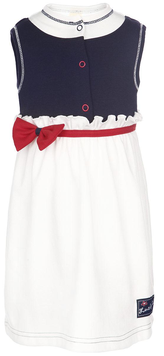 Платье для девочки Lucky Child Романтик, цвет: темно-синий, белый, красный. 18-62. Размер 98/104, 4 года18-62Платье для девочки Lucky Child послужит идеальным дополнением к гардеробу вашей малышки, обеспечивая ей наибольший комфорт. Изготовленное из натурального хлопка, оно необычайно мягкое и легкое, не раздражает нежную кожу ребенка и хорошо вентилируется, а эластичные швы приятны телу ребенка и не препятствуют его движениям. Платье без рукавов и круглым вырезом горловины имеет кнопки на грудке, которые позволяют без труда переодеть малышку. Модель оформлена декоративным контрастным поясом с объемным трикотажным бантиком. Низ платья дополнен нашивкой с логотипом бренда. Платье полностью соответствует особенностям жизни ребенка в ранний период, не стесняя и не ограничивая его в движениях.