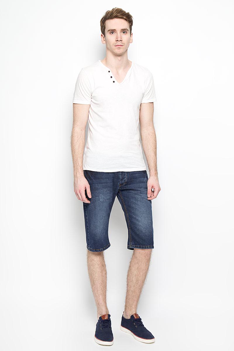 Шорты мужские MeZaGuZ, цвет: темно-синий джинс. Fray. Размер 42 (50)Fray_Stone UsedМужские джинсовые шорты MeZaGuZ, изготовленные из натурального хлопка, станут отличным дополнением к вашему гардеробу. Материал изделия плотный, приятный на ощупь, хорошо пропускает воздух. Шорты на поясе застегиваются на металлическую пуговицу и имеют ширинку на застежках-пуговицах, а также шлевки для ремня. Модель имеет классический пятикарманный крой: спереди - два втачных кармана и один маленький накладной, а сзади - два накладных кармана. Шорты оформлены эффектом потертости, перманентными складками, украшены контрастной прострочкой и металлическим клепками.Дизайн и расцветка делают эту модель модным предметом мужской одежды. В таких шортах вы всегда будете чувствовать себя уверенно и комфортно.