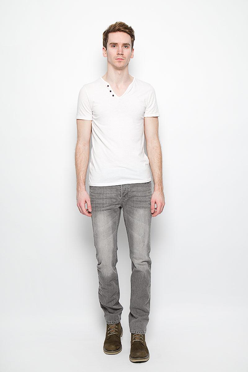 Джинсы мужские MeZaGuZ, цвет: серый. Wripping/GREY. Размер 44 (52)Wripping/GREYСтильные мужские джинсы MeZaGuZ - джинсы высочайшего качества, которые прекрасно сидят. Модель слегка зауженного кроя и средней посадки изготовлена из натурального хлопка, не сковывает движения и дарит комфорт.На поясе джинсы застегиваются на металлическую пуговицу и имеют ширинку на пуговицах. Спереди модель дополнена двумя втачными карманами и одним накладным секретным кармашком, а сзади - двумя накладными карманами, с контрастной отстрочкой. Изделие оформлено потертостями.Эти модные и в тоже время удобные джинсы помогут вам создать оригинальный современный образ. В них вы всегда будете чувствовать себя уверенно и комфортно.
