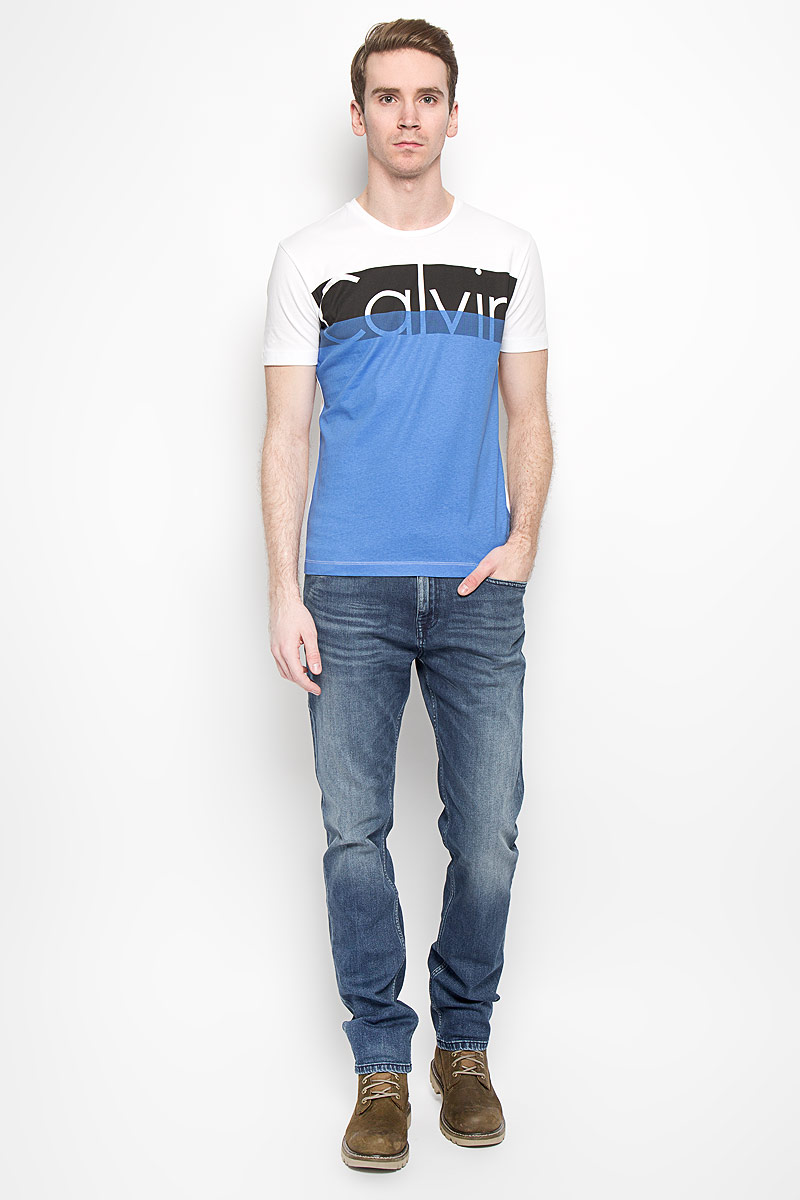 Футболка мужская Calvin Klein Jeans, цвет: белый, синий, черный. J3IJ303639_1120. Размер S (44/46) 4v210 08 4v210 4v220 valves air exhaust manifold 200m 10f pneumatic base 10 position solenoid valve plate