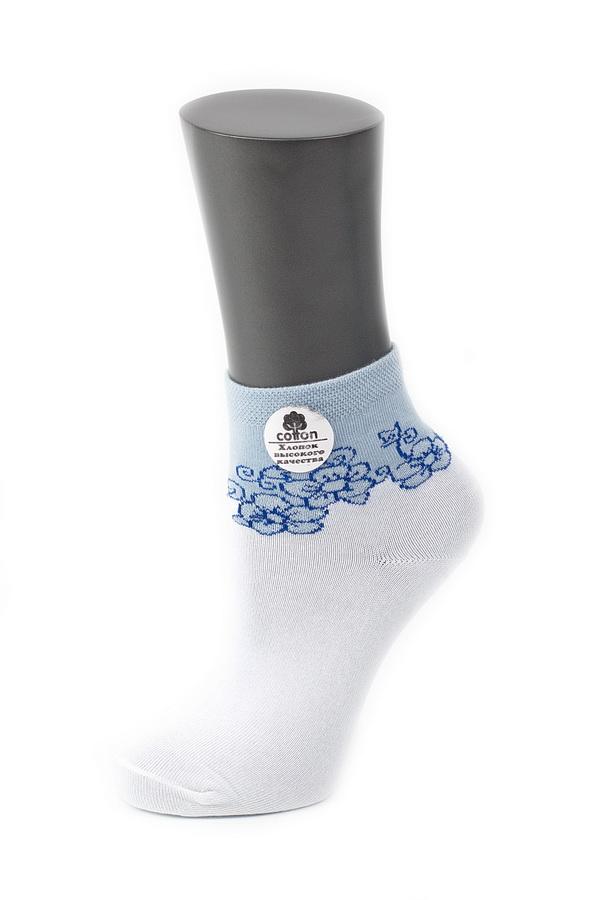 Носки женские Alla Buone, цвет: белый, голубой. CD024. Размер 23 (35-37)024CDУдобные носки Alla Buone, изготовленные из высококачественного комбинированного материала, очень мягкие и приятные на ощупь, позволяют коже дышать. Эластичная резинка плотно облегает ногу, не сдавливая ее, обеспечивая комфорт и удобство. Носки с контрастным паголенком средней длины и цветочным рисунком. Практичные и комфортные носки великолепно подойдут к любой вашей обуви.