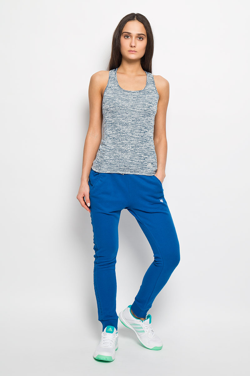 Майка для бега женская Adidas SN Fitted TNK W, цвет: серый, синий. AI7993. Размер L (48-50)