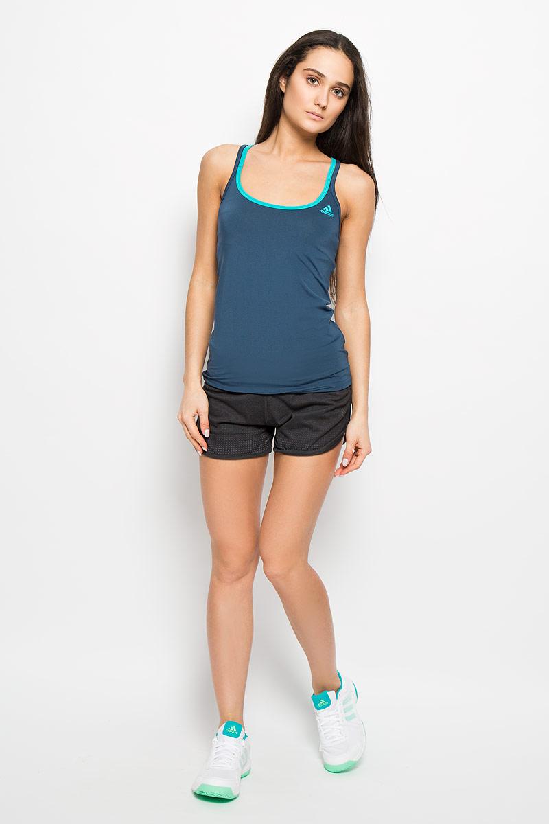 Майка для бега женская Adidas Basic Strappy, цвет: темно-синий, бирюзовый. AJ5375. Размер XXS (38)AJ5375Женская майка Adidas Basic Strappy, выполненная из эластичного полиэстера, прекрасно подходит для занятий спортом как в тренажерном зале, так и на беговой дорожке. Майка приталенного кроя с глубоким круглым вырезом горловины создана для легкости и свободы движений. Модель отводит влагу от кожи, сохраняя ощущение сухости и комфорта во время тренировки. Тонкие двойные лямки с перекрестным переплетением на спине. Изделие оформлено логотипом бренда.Такая модель будет дарить вам комфорт в течение всего дня и станет отличным дополнением к вашему гардеробу.
