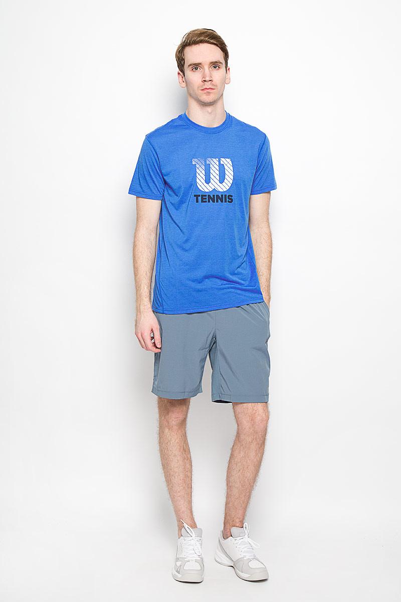 Футболка для тенниса мужская Wilson Graphic Tech, цвет: ярко-синий. WRA731602. Размер M (46/48)WRA731602Стильная мужская футболка для тенниса Wilson Graphic Tech, выполненная из полиэстера, обладает высокой теплопроводностью, воздухопроницаемостью и гигроскопичностью и великолепно отводит влагу, оставляя тело сухим даже во время интенсивных тренировок. Модель с короткими рукавами и круглым вырезом горловины - идеальный вариант для занятий спортом. Эта футболка обеспечит свободу движений. Оформлена оригинальной принтовой надписью. Такая футболка превосходно подойдет для занятий спортом и активного отдыха.