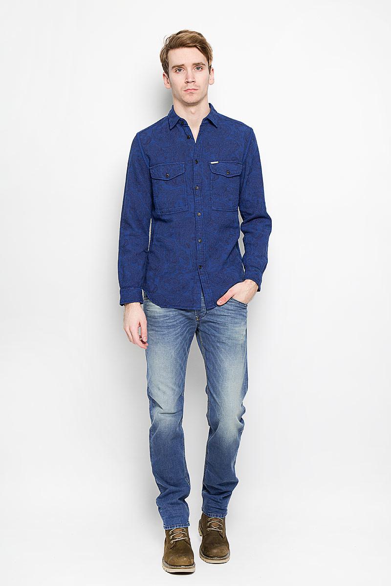 Рубашка мужская Diesel, цвет: синий. 00SPLS-0QAKY/8BA. Размер XL (54)00SPLS-0QAKY/8BAЭлегантная мужская рубашка Diesel станет прекрасным дополнением к вашему гардеробу. Рубашка выполнена из натурального хлопка, обладает высокой теплопроводностью, воздухопроницаемостью и гигроскопичностью, позволяет коже дышать, тем самым обеспечивая наибольший комфорт при носке даже жарким летом. Модель прямого силуэта с длинными рукавами, полукруглым низом и отложным воротником застегивается на пуговицы. Передняя сторона изделия дополнена двумя накладными кармашками, которые застегиваются клапанами на пуговицы. Рукава дополнены широкими манжетами на пуговицах.Такая рубашка будет дарить вам комфорт в течение всего дня.