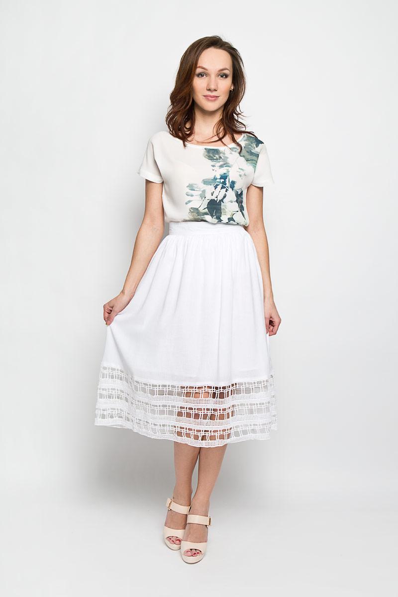 Юбка Baon, цвет: белый. B476020. Размер S (44)B476020_WHITEЭффектная юбка Baon, выполненная из вискозы и льна, обеспечит вам комфорт и удобство при носке. Юбка-миди А-силуэта имеет пришивной пояс и застегивается на молнию сзади. Низ модели оформлен оригинальным кружевом. Модная юбка-миди выгодно освежит и разнообразит ваш гардероб. Создайте женственный образ и подчеркните свою яркую индивидуальность! Классический фасон и оригинальное оформление этой юбки сделают ваш образ непревзойденным.