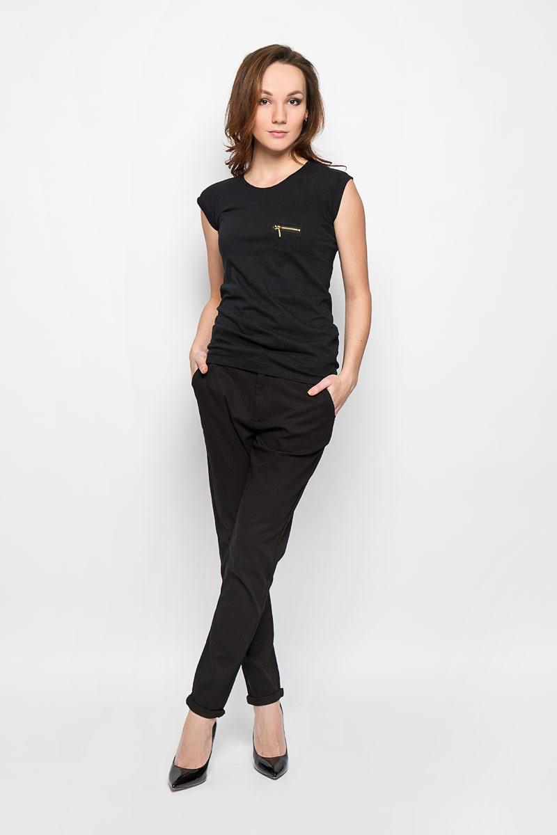 Брюки женские Moodo, цвет: черный. L-SP-2001 BLACK. Размер XL (50)L-SP-2001_BLACKСтильные женские брюки Moodo выполнены из хлопка с добавлением эластана. Брюки зауженного кроя и завышенной посадки станут отличным дополнением к вашему образу. Застегиваются брюки на пуговицу и крючок на поясе, и ширинку на застежке-молнии. Изделие имеет шлевки для ремня.Спереди модель оформлена двумя втачными карманами, сзади - имитацией прорезных кармашков. Эти модные и в тоже время комфортные брюки послужат отличным дополнением к вашему гардеробу. В них вы всегда будете чувствовать себя уютно и комфортно.