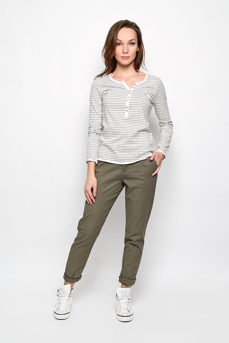 Брюки женские Moodo, цвет: оливковый. L-SP-2000 OLIVE. Размер M (46)L-SP-2000_OLIVEСтильные женские брюки Moodo выполнены из хлопка с содержанием эластана. Модель прямого кроя и средней посадки станет отличным дополнением к вашему современному образу. Застегиваются брюки на пуговицу в поясе и ширинку на застежке-молнии, имеются шлевки для ремня и тонкий ремешок в комплекте. Спереди модель оформлена двумя втачными карманами с косыми срезами, сзади - имитацией прорезных кармашков. Эти модные и в тоже время комфортные брюки послужат отличным дополнением к вашему гардеробу. В них вы всегда будете чувствовать себя уютно и комфортно.
