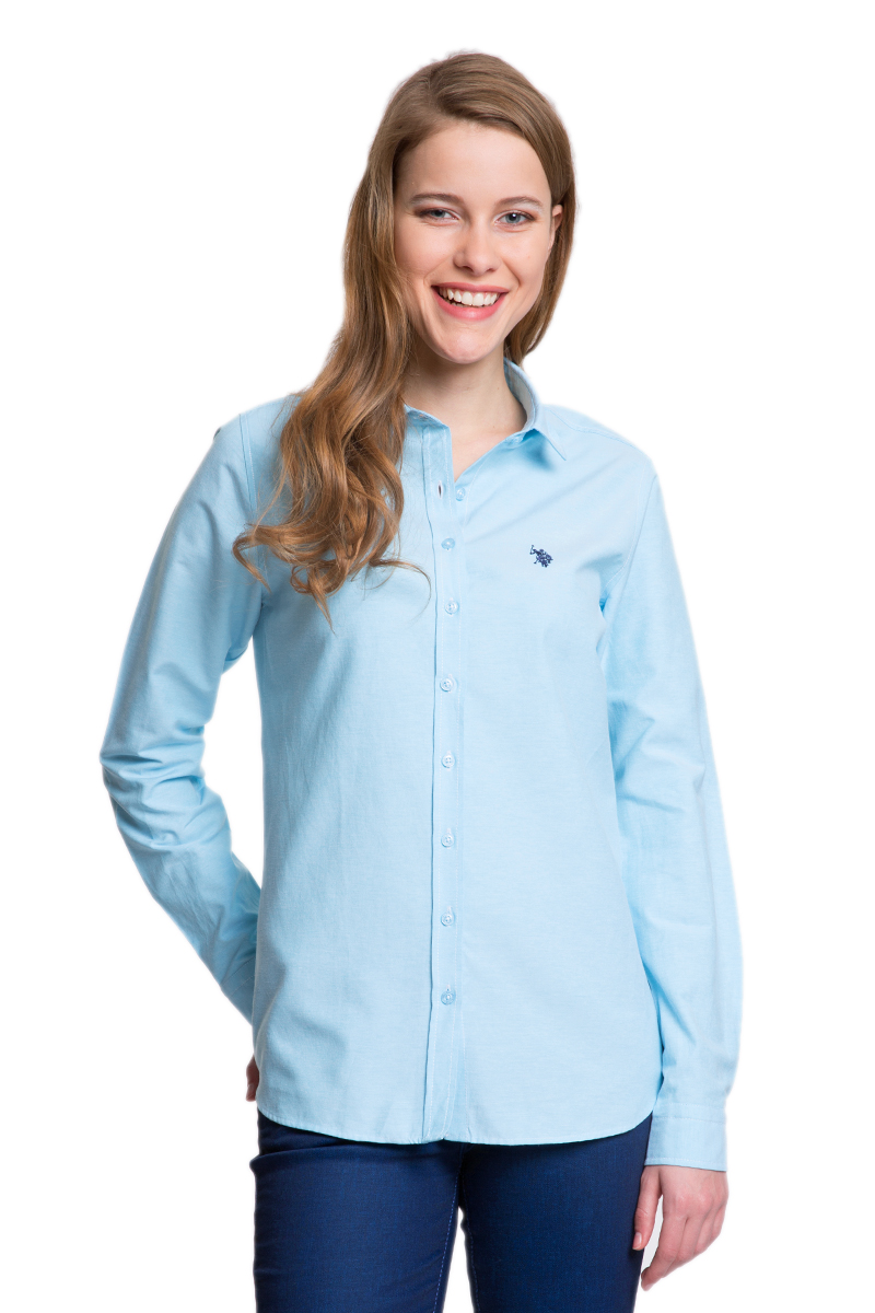 Рубашка женская U.S. Polo Assn., цвет: голубой. G082GL004HELGAWOX_MV0301. Размер 36 (42)G082GL004HELGAWOX_MV0301Женская рубашка U.S. Polo Assn. выполнена из высококачественного материала. Модель с отложным воротником и длинными рукавами застегивается спереди на пуговицы по всей длине. На манжетах предусмотрены застежки-пуговицы. Рубашка украшена вышитым логотипом бренда.