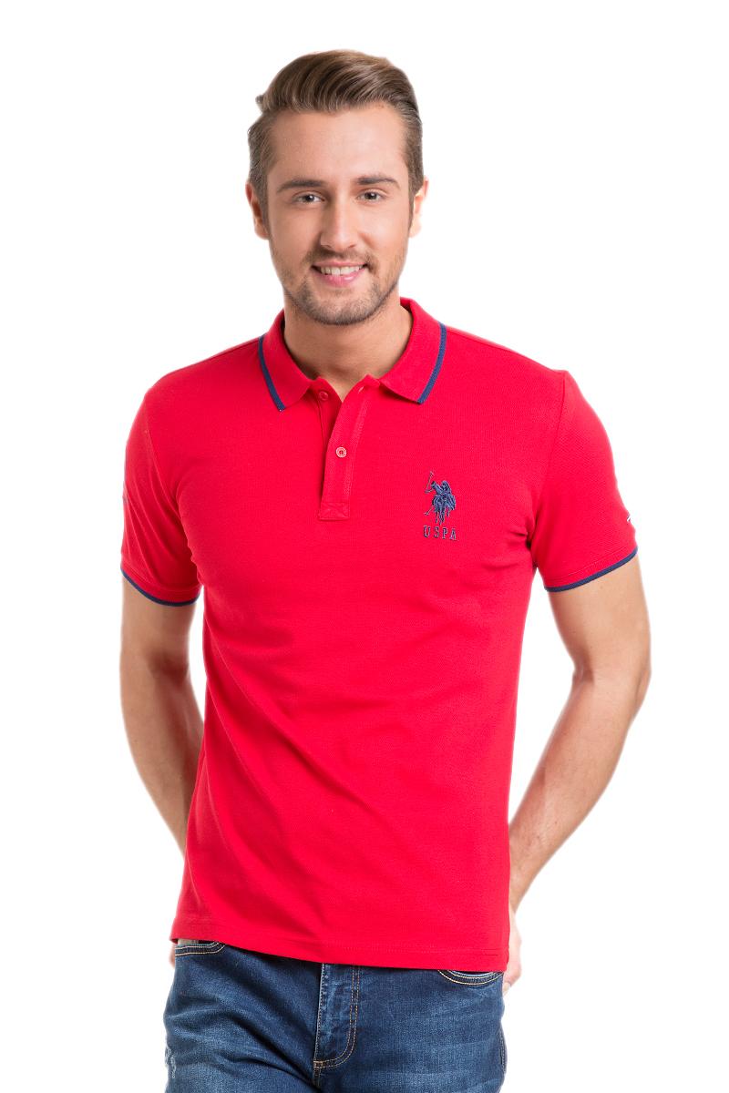 Поло мужское U.S. Polo Assn., цвет: красный. G081GL0110GSD01IY6_KR0148. Размер M (48/50)G081GL0110GSD01IY6_KR0148Стильная мужская футболка-поло U.S. Polo Assn., выполненная из высококачественного эластичного хлопка, обладает высокой теплопроводностью, воздухопроницаемостью и гигроскопичностью, позволяет коже дышать.Модель с короткими рукавами и отложным воротником - идеальный вариант для создания оригинального современного образа. Сверху футболка-поло застегивается на две пуговицы. Воротник и низ рукавов выполнены из трикотажной резинки. Модель оформлена на груди небольшой вышивкой в виде логотипа бренда.
