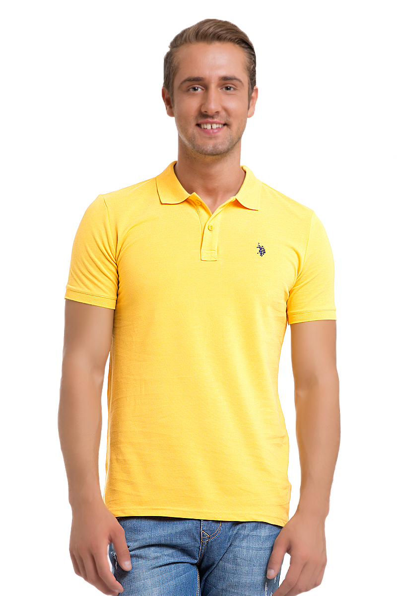 Поло мужское U.S. Polo Assn., цвет: ярко-желтый. G081GL0110GTP04IY6_VR004. Размер XS (42/44)G081GL0110GTP04IY6_VR004Стильная мужская футболка-поло U.S. Polo Assn., выполненная из высококачественного хлопка, обладает высокой теплопроводностью, воздухопроницаемостью и гигроскопичностью, позволяет коже дышать.Модель с короткими рукавами и отложным воротником - идеальный вариант для создания оригинального современного образа. Сверху футболка-поло застегивается на две пуговицы. Воротник и низ рукавов выполнены из трикотажной резинки. Модель оформлена на груди небольшой вышивкой.