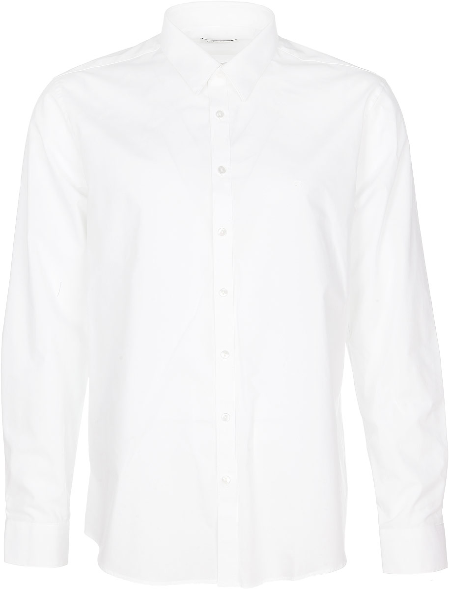 Рубашка мужская Calvin Klein Jeans, цвет: белый. K3EK300078_1000. Размер 42 (52/54)3532446.00.12_6814Стильная мужская рубашка Calvin Klein станет прекрасным дополнением к вашему гардеробу. Выполненная из эластичного хлопка, она обладает высокой теплопроводностью, воздухопроницаемостью и гигроскопичностью, позволяет коже дышать, тем самым обеспечивая наибольший комфорт при носке даже жарким летом. Модель приталенного кроя с длинными рукавами и отложным воротником застегивается на пуговицы. Манжеты рукавов также застегиваются на пуговицы. На груди рубашка дополнена небольшим вышитым логотипом фирмы.Такая рубашка будет дарить вам комфорт и уверенность в течение всего дня.