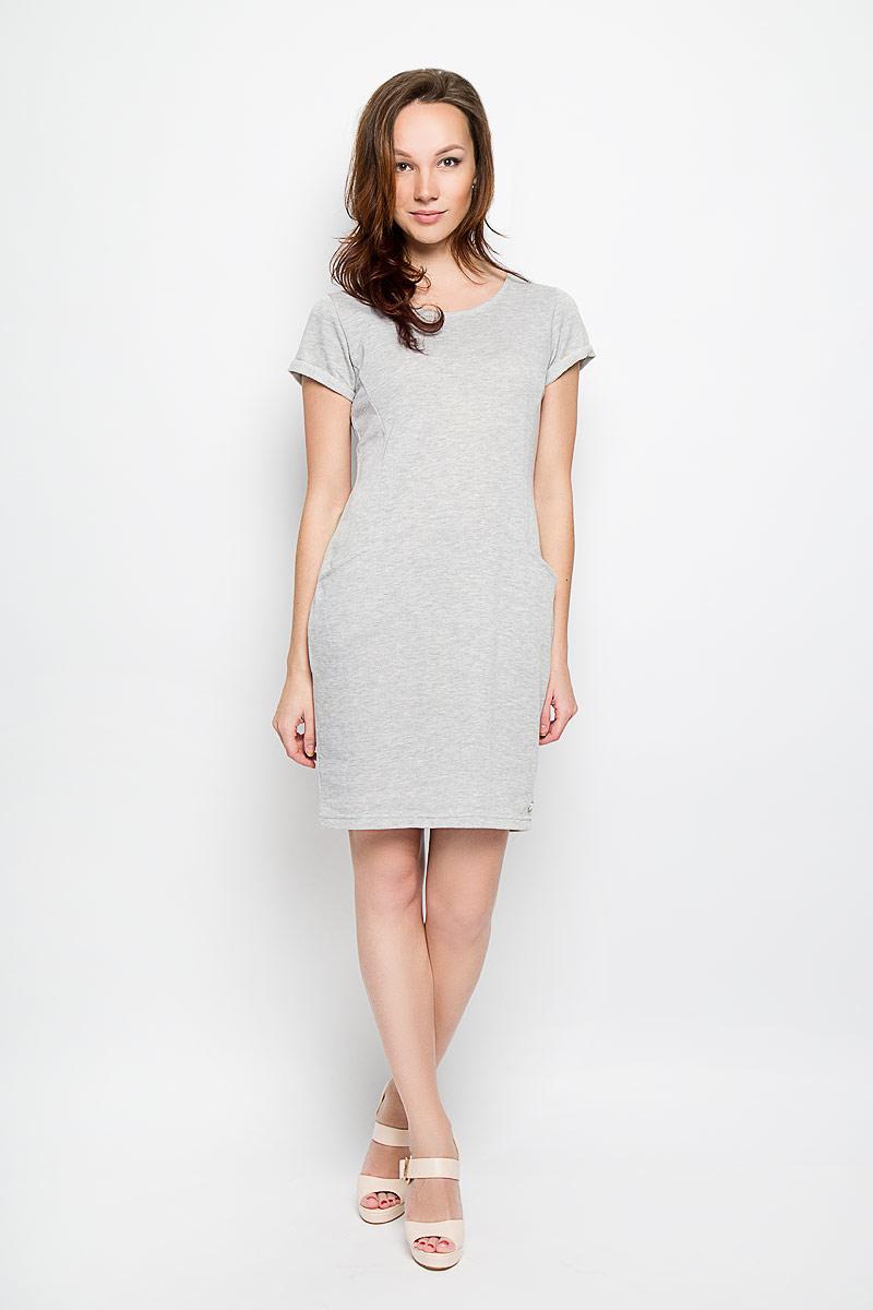 Платье Moodo, цвет: серый меланж. L-SU-2016. Размер S (44)L-SU-2016_Grey_MelПлатье Moodo поможет создать яркий и стильный образ. Изготовленное из полиэстера и хлопка, оно легкое, необычайно мягкое и приятное на ощупь, хорошо пропускает воздух. Лицевая сторона изделия гладкая, изнаночная - с небольшими петельками. Модель с круглым вырезом горловины и короткими рукавами дополнена спереди двумя втачными карманами. На рукавах предусмотрены декоративные отвороты. Изделие украшено небольшой металлической пластиной с названием бренда. Такое платье займет достойное место в вашем гардеробе, а также подарит вам комфорт в течение всего дня.