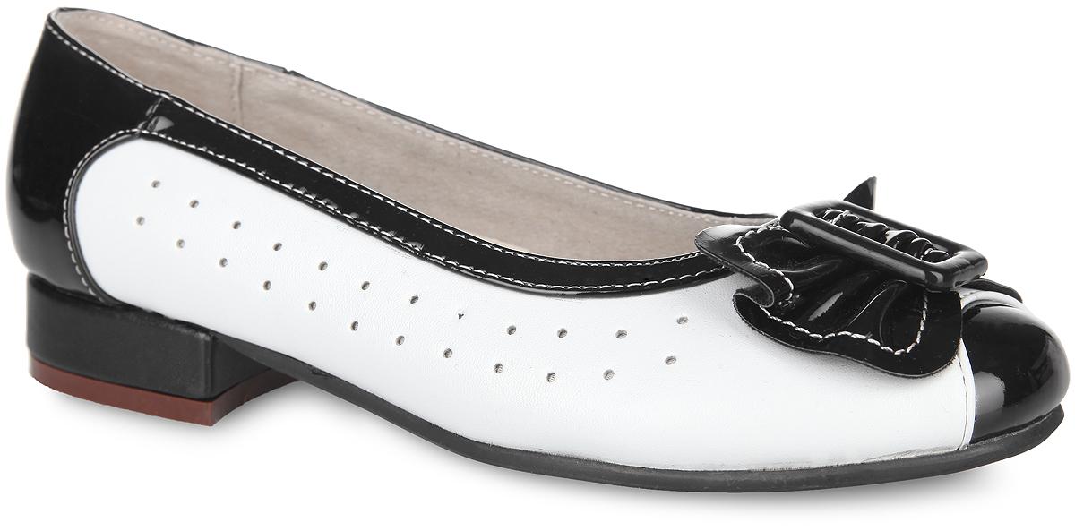 Туфли для девочки Аллигаша, цвет: черный, белый. 13-344. Размер 3413-344Классические туфли от Аллигаша - незаменимая вещь в гардеробе каждой девочки. Модель выполнена из искусственной кожи разной фактуры и оформлена по бокам перфорацией, на мысе - роскошным бантиком и декоративным элементом прямоугольной формы. Кожаная подкладка гарантирует уют и предотвратит натирание. Стелька из ЭВА с верхней поверхностью из натуральной кожи дополнена супинатором, обеспечивающим правильное положение ноги ребенка при ходьбе и предотвращающим плоскостопие. Невысокий широкий каблук и подошва оснащены рифлением для лучшего сцепления с поверхностями. Элегантные туфли внесут изысканные нотки в образ вашей маленькой модницы.