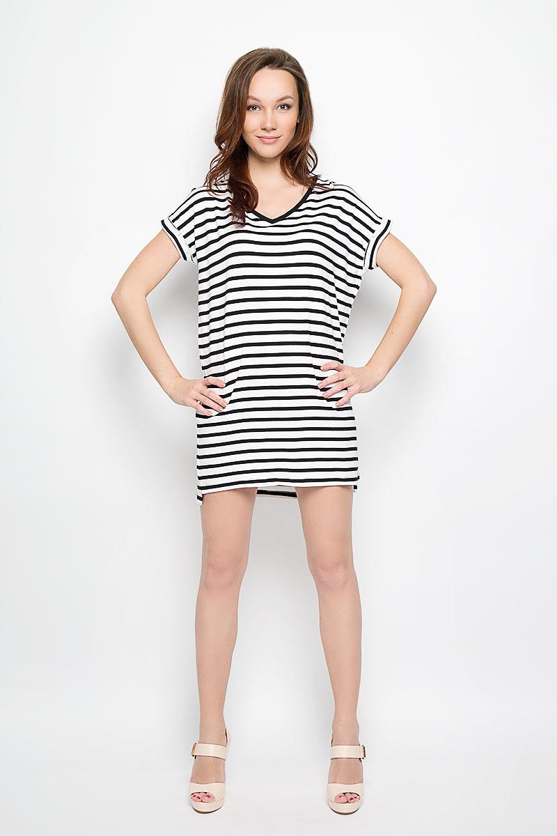 Платье Moodo, цвет: черный, белый. L-SU-2009 WHITE. Размер L (48)L-SU-2009_WHITEМодное платье Moodo поможет создать отличный современный образ в стиле Casual. Модель, изготовленная из вискозы с добавлением эластана, очень мягкая, тактильно приятная, не сковывает движения и позволяет коже дышать.Платье свободного кроя с V-образным вырезом горловины и короткими рукавами-кимоно оформлено принтом в полоску. Вырез горловины дополнен трикотажной резинкой. На рукавах предусмотрены декоративные отвороты. Нижняя часть модели по боковым швам оформлена небольшими разрезами. Такое платье станет стильным дополнением к вашему гардеробу, оно подарит вам комфорт в течение всего дня!