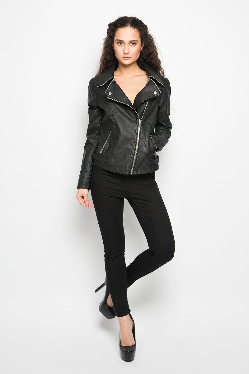 Куртка женская Moodo, цвет: черный. L-KU-2003 BLACK. Размер M (46)L-KU-2003_BLACKСтильная женская куртка Moodo, изготовленная из полиуретана и полиэстера на подкладке из 100% полиэстера, смотрится модно и стильно.Куртка с отложным воротником застегивается на асимметричную металлическую застежку-молнию по левому краю. Воротник оснащен металлическими застежками-молниями. Понизу имеются два прорезных кармашка на застежках-молниях. Куртка оформлена фактурной поверхностью и металлическими заклепками, что придает изделию оригинальность. Нижняя часть рукавов оформлена застежками-молниями. По бокам расположены декоративные хлястики на застежках-кнопках.Такая куртка обеспечит вам не только красивый внешний вид и комфорт, но и дополнительную защиту от прохладной погоды.