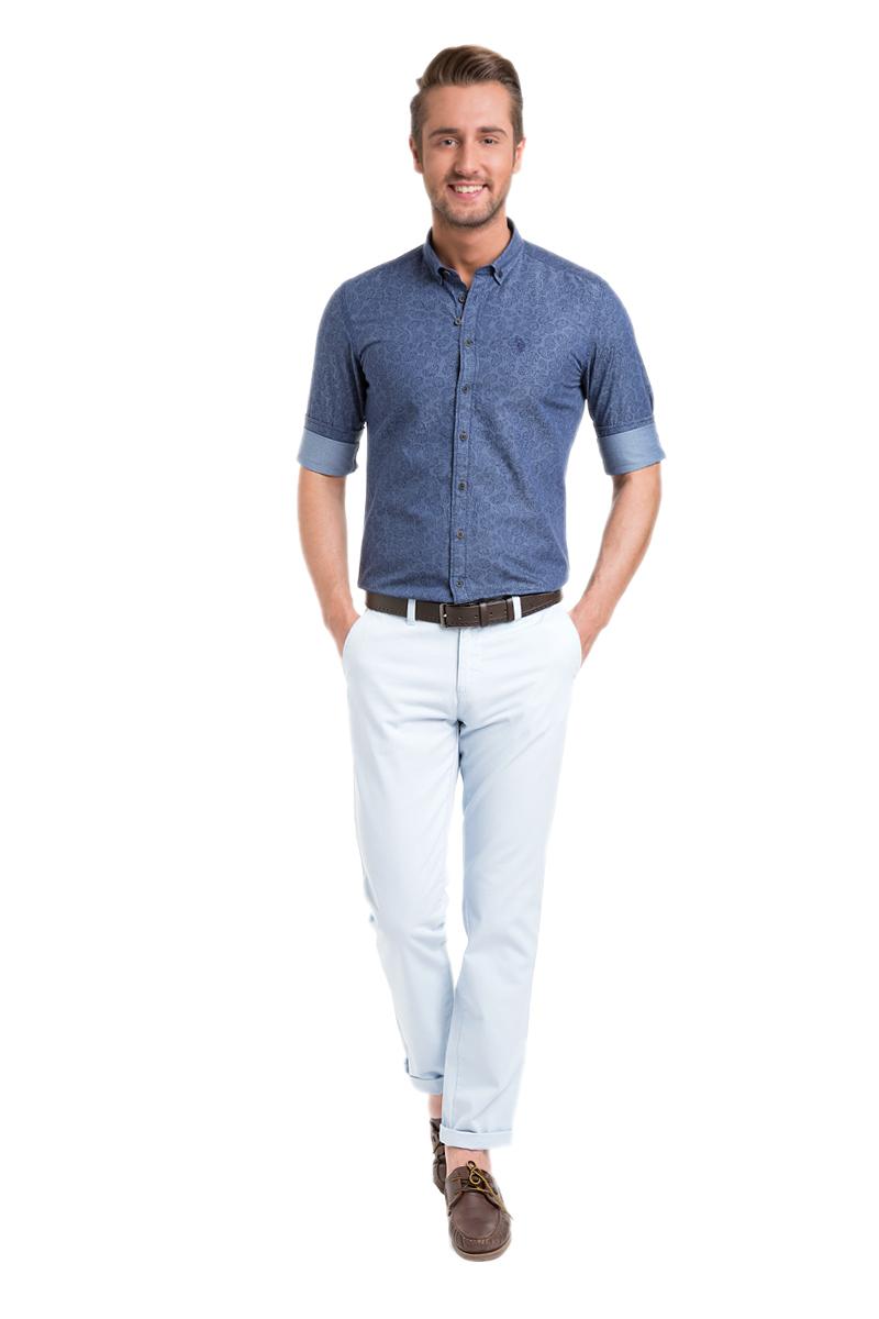 Брюки мужские U.S. Polo Assn., цвет: светло-голубой. G081SZ078PARISKR016Y-ING_VR003. Размер 33 (48/50)G081SZ078PARISKR016Y-ING_VR003Стильные мужские брюки U.S. Polo Assn. великолепно подойдут для повседневной носки и помогут вам создать незабываемый современный образ. Классическая модель прямого кроя и стандартной посадки изготовлена из натурального хлопка, благодаря чему великолепно пропускает воздух, обладает высокой гигроскопичностью и превосходно сидит. Брюки застегиваются на ширинку на застежке-молнии, а также пуговицу на поясе. На поясе расположены шлевки для ремня. Брюки оснащены двумя втачными карманами, и двумя втачными карманами на пуговицах сзади.Эти модные и в тоже время удобные брюки станут великолепным дополнением к вашему гардеробу. В них вы всегда будете чувствовать себя уверенно и комфортно.