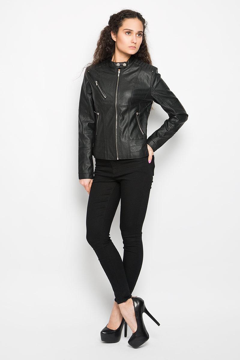 Куртка женская Moodo, цвет: черный. L-KU-2001 BLACK. Размер S (44)L-KU-2001_BLACKСтильная женская куртка Moodo, изготовленная из полиуретана и полиэстера на подкладке из 100% полиэстера, смотрится модно и стильно.Куртка с небольшим воротником-стойкой на кнопках застегивается на металлическую застежку-молнию. На груди предусмотрен прорезной карман на застежке-молнии. Понизу имеются два прорезных кармашка на застежках-молниях. Куртка оформлена фактурной поверхностью, металлическими заклепками, на плечах - декоративной прострочкой, что придает изделию оригинальность.Такая куртка обеспечит вам не только красивый внешний вид и комфорт, но и дополнительную защиту от прохладной погоды.