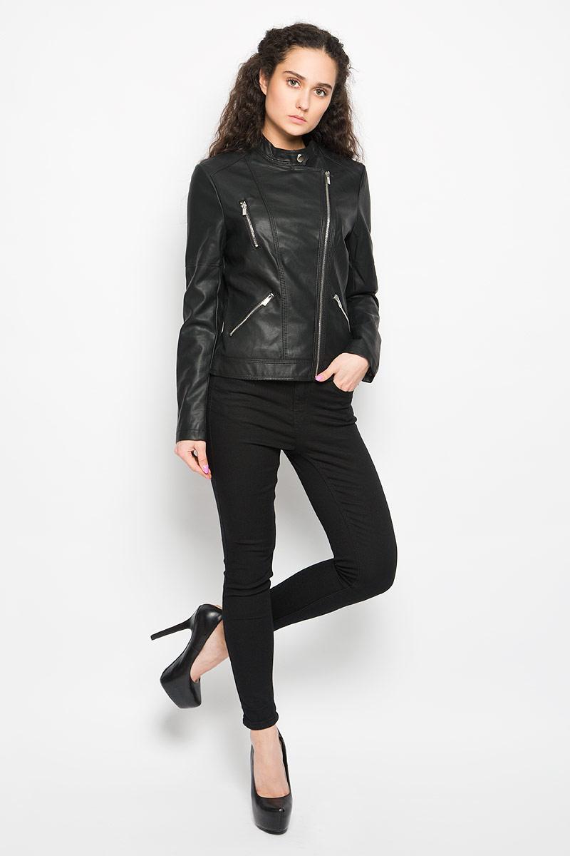 Куртка женская Moodo, цвет: черный. L-KU-2002 BLACK. Размер M (46)L-KU-2002_BLACKСтильная женская куртка Moodo, изготовленная из полиуретана и полиэстера на подкладке из 100% полиэстера, смотрится модно и стильно.Куртка с небольшим воротником-стойкой на кнопке застегивается на асимметричную металлическую застежку-молнию по левому краю. На груди предусмотрен прорезной карман на застежке-молнии. Понизу имеются два прорезных кармашка на застежках-молниях. Нижняя часть рукавов оформлена застежками-молниями. Куртка оформлена фактурной поверхностью, что придает изделию оригинальность.Такая куртка обеспечит вам не только красивый внешний вид и комфорт, но и дополнительную защиту от прохладной погоды.