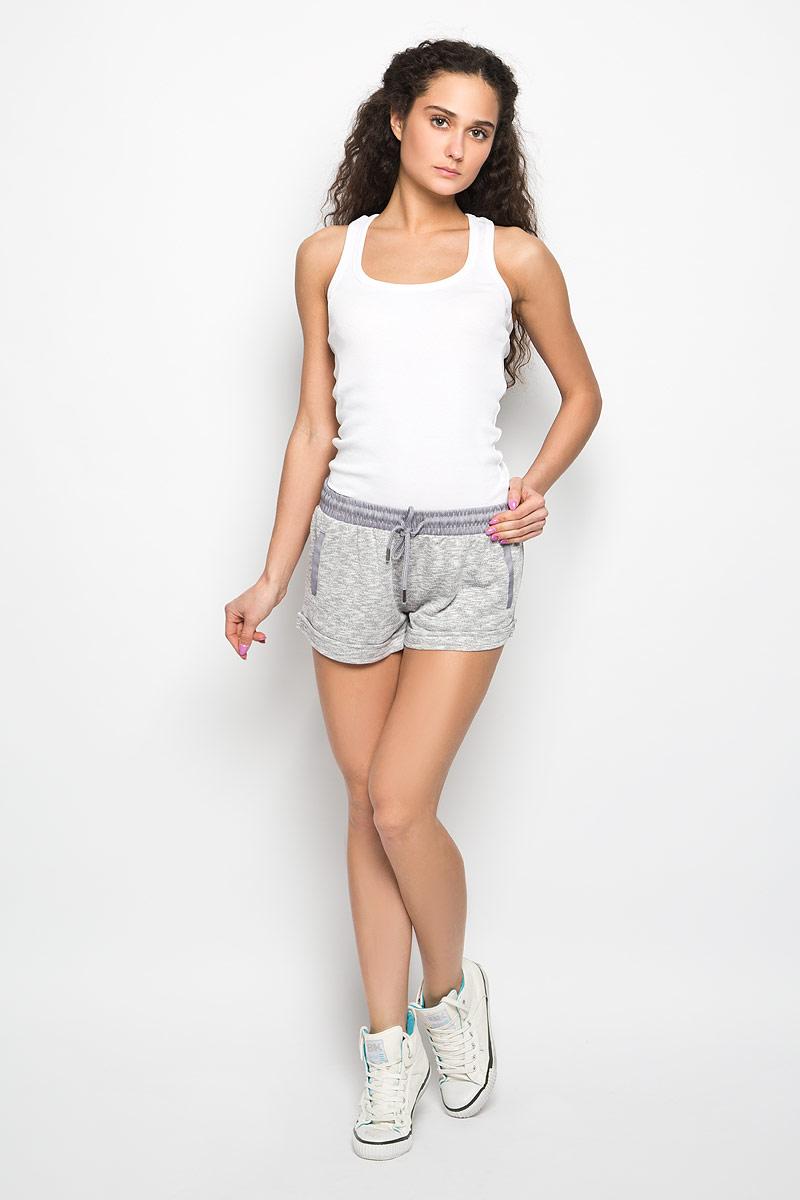 Шорты женские Moodo, цвет: серый меланж. L-SH-2000 GREY MEL. Размер XS (42)L-SH-2000_GREY_MELСтильные женские шорты Moodo станут прекрасным дополнением к летнему гардеробу. Шорты, изготовленные из полиэстера, хлопка и вискозы, мягкие, не сковывают движения, обеспечивая наибольший комфорт. С изнаночной стороны - мягкий ворсистый материал, приятный на ощупь. Модель на широкой эластичной резинке, затягивается на шнурок. Спереди модель оформлена имитацией прорезных карманов. Нижняя часть модели дополнена декоративными отворотами.Такие шорты - незаменимая вещь в летнем гардеробе каждой девушки.