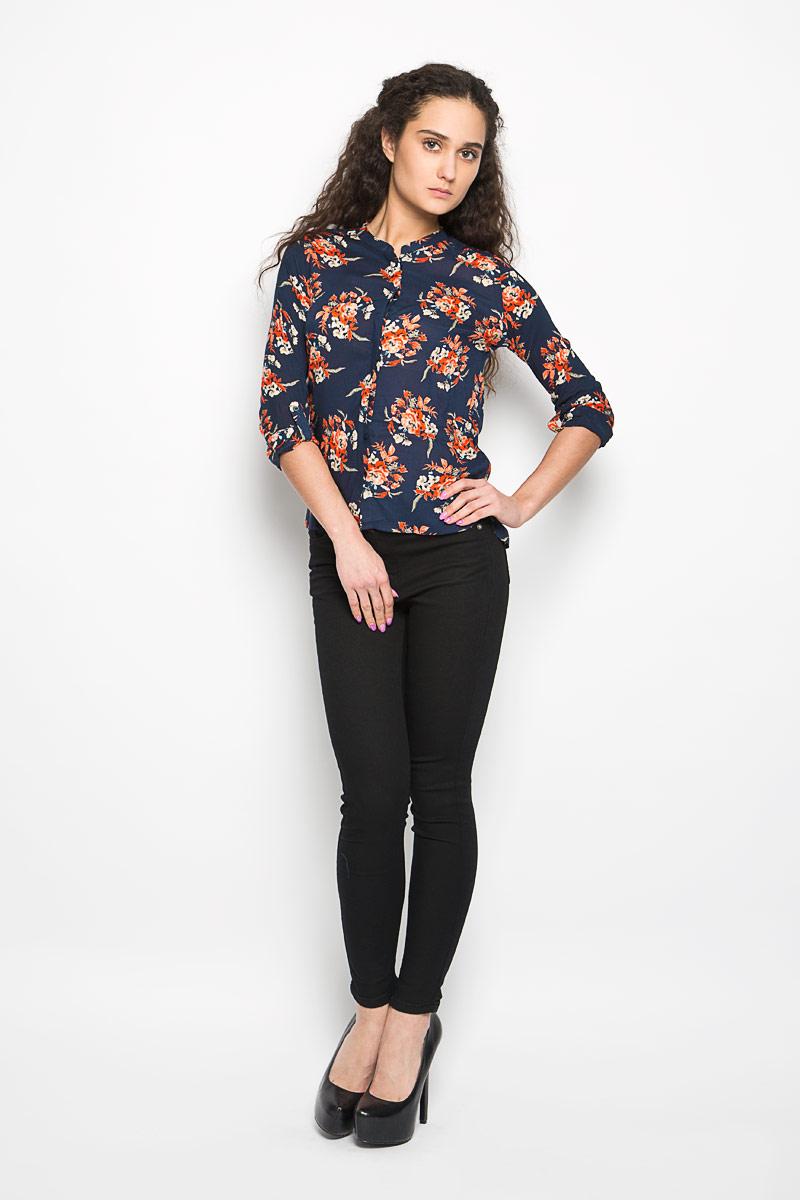 Блузка женская Moodo, цвет: синий, оранжевый. L-KO-2000 NAVY. Размер XS (42)L-KO-2000_NAVYСтильная женская блузка Moodo, выполненная из высококачественного легкого материала, подчеркнет ваш уникальный стиль.Блузка свободного кроя с длинными рукавами и круглым вырезом горловины поможет вам создать неповторимый образ. Изделие оформлено цветочным принтом, застегивается спереди на пуговицы. Спинка модели немного удлинена. Рукава дополнены манжетами, которые застегиваются на пуговицы, и имеют хлястики, фиксирующиеся пуговицами. Такая блузка будет дарить вам комфорт в течение всего дня и послужит замечательным дополнением к вашему гардеробу.
