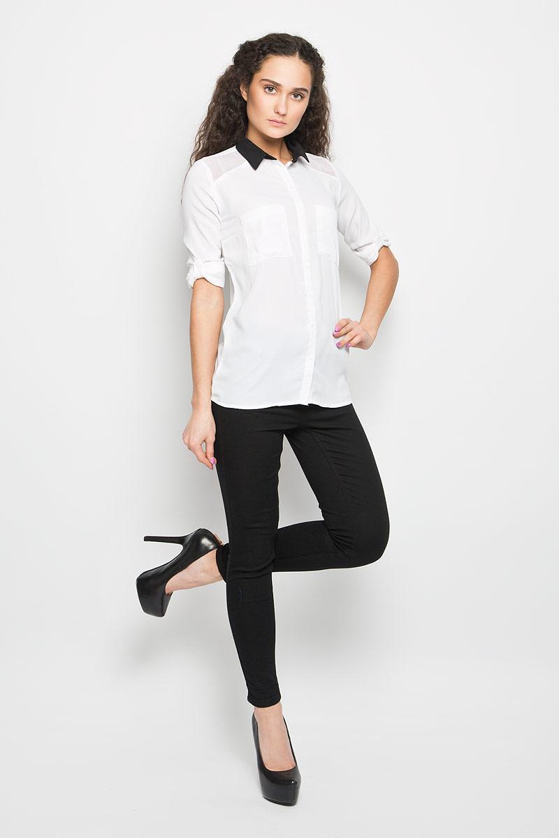 Блузка женская Moodo, цвет: белый, черный. L-KO-2004 WHITE. Размер S (44)L-KO-2004_WHITEСтильная женская блуза Moodo, выполненная из струящегося легкого материала, подчеркнет ваш уникальный стиль и поможет создать оригинальный женственный образ.Модная блузка с отложным воротником и длинными рукавами застегивается на пуговицы по всей длине. Блузка дополнена накладными нагрудными карманами. Манжеты рукавов застегиваются на пуговицы. Рукава при желании можно закатать и зафиксировать с помощью хлястиков с пуговицами.Легкая блуза идеально подойдет для жарких летних дней. Такая блузка будет дарить вам комфорт в течение всего дня и послужит замечательным дополнением к вашему гардеробу.