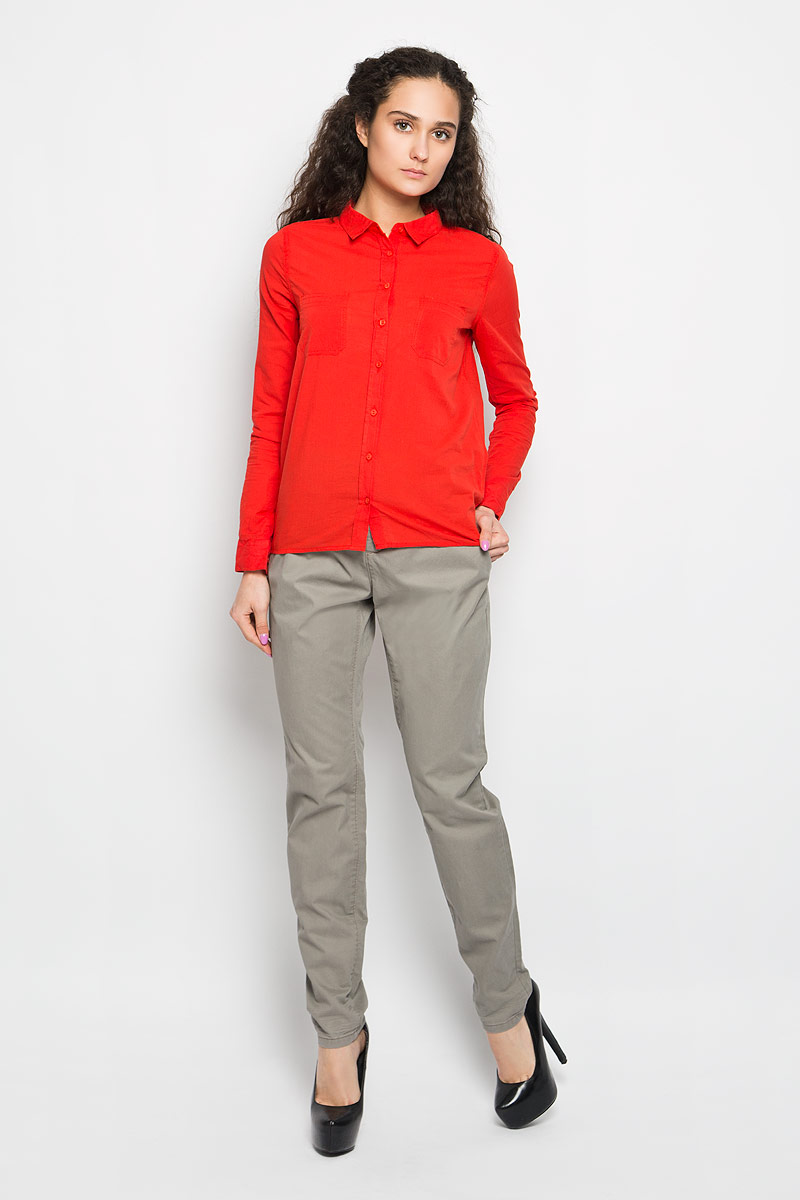 Рубашка женская Moodo, цвет: ярко-красный. L-KO-2005 CORAL. Размер XL (50)L-KO-2005_CORALСтильная женская рубашка Moodo, выполненная из натурального хлопка, прекрасно подойдет для повседневной носки. Материал очень мягкий и приятный на ощупь, не сковывает движения и позволяет коже дышать.Рубашка приталенного кроя с отложным воротником и длинными рукавами застегивается на пуговицы по всей длине. На груди модели предусмотрены два накладных кармана. Рукава можно регулировать по длине за счет хлястика на пуговице. Низ рукавов обработан манжетами, которые застегиваются на пуговицы. Спинка модели немного удлинена.Такая рубашка будет дарить вам комфорт в течение всего дня и станет модным дополнением к вашему гардеробу.