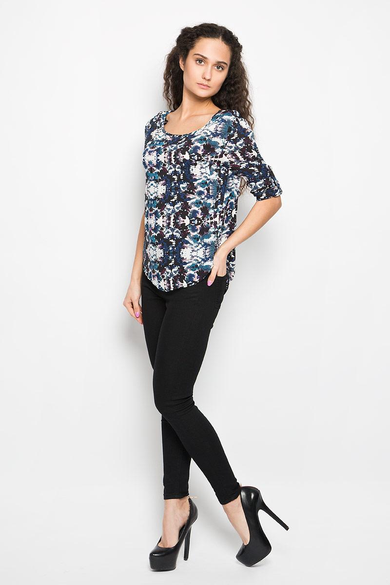 Блузка женская Moodo, цвет: темно-синий, черный, белый. L-KO-2015 NAVY. Размер XS (42)L-KO-2015_NAVYОчаровательная женская блуза Moodo, выполненная из вискозы, подчеркнет ваш уникальный стиль и поможет создать оригинальный женственный образ.Модная блузка свободного кроя с круглым вырезом горловины и рукавами 3/4 имеет удлиненную спинку. На спине предусмотрены завязки. На груди расположен накладной открытый карман. Рукава при желании можно закатать и зафиксировать с помощью хлястика с пуговицей.Легкая блуза идеально подойдет для жарких летних дней. Такая блузка будет дарить вам комфорт в течение всего дня и послужит замечательным дополнением к вашему гардеробу.