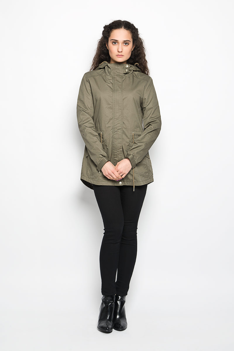 Куртка женская Moodo, цвет: хаки. L-KU-2000 OLIVE. Размер S (44)L-KU-2000_OLIVEСтильная женская куртка Moodo, изготовленная из натурального хлопка на подкладке из полиэстера, легкая и комфортная, прекрасно подойдет для прогулок в прохладное время года.Модель с длинными рукавами и капюшоном застегивается на застежку-молнию и ветрозащитной планкой на кнопках. Капюшон дополнен кулиской. Модель дополнена двумя накладными карманами с клапанами и кулиской по линии талии. Низ рукава дополнен хлястиком на липучке, за счет которого можно регулировать его объем. Спинка немного удлинена.Такая куртка отлично дополнит ваш образ и позволит выделиться из толпы.