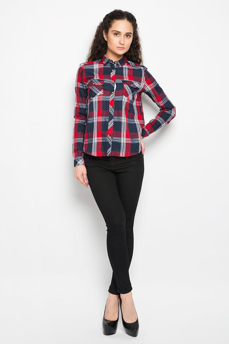 Рубашка женская Moodo, цвет: красный, темно-синий, белый. L-KO-2006 NAVY RED. Размер XS (42)L-KO-2006_NAVY_REDСтильная женская рубашка Moodo, выполненная из натурального хлопка, прекрасно подойдет для повседневной носки. Материал очень мягкий и приятный на ощупь, не сковывает движения и позволяет коже дышать.Рубашка приталенного кроя с отложным воротником и длинными рукавами застегивается на пуговицы по всей длине. На груди модели предусмотрены два накладных кармана, которые закрываются клапанами и фиксируются пуговицами . Манжеты рукавов также застегиваются на пуговицы. Модель оформлена принтом в клетку. Такая рубашка будет дарить вам комфорт в течение всего дня и станет модным дополнением к вашему гардеробу.
