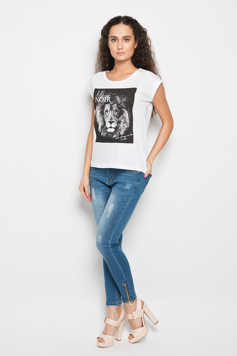 Футболка женская Moodo, цвет: белый. L-TS-2014. Размер S (44)L-TS-2014_WHITEМодная женская футболка Moodo, выполненная из натурального хлопка, поможет создать отличный современный образ в стиле Casual.Футболка свободного кроя с круглым вырезом горловины и короткими рукавами-кимоно спереди оформлена термоаппликацией с изображением головы льва. Рукава дополнена пристроченными отворотами.Такая футболка станет стильным дополнением к вашему гардеробу иподарит вам комфорт в течение всего дня.