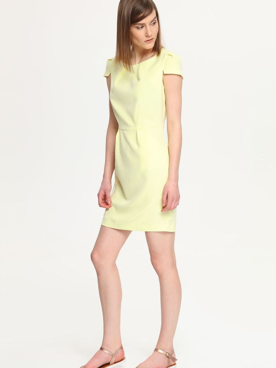 Платье Troll, цвет: светло-желтый. TSU0503ZO. Размер M (46)TSU0503ZOПлатье Troll поможет создать яркий и стильный образ. Платье, изготовленное из полиэстера с добавлением эластана, очень мягкое, тактильно приятное, хорошо вентилируется.Модель с круглым вырезом горловины и короткими рукавами-крылышками застегивается сзади на металлическую молнию. Спереди расположены два втачных кармана.Такое платье займет достойное место в вашем гардеробе, а также подарит вам комфорт в течение всего дня.