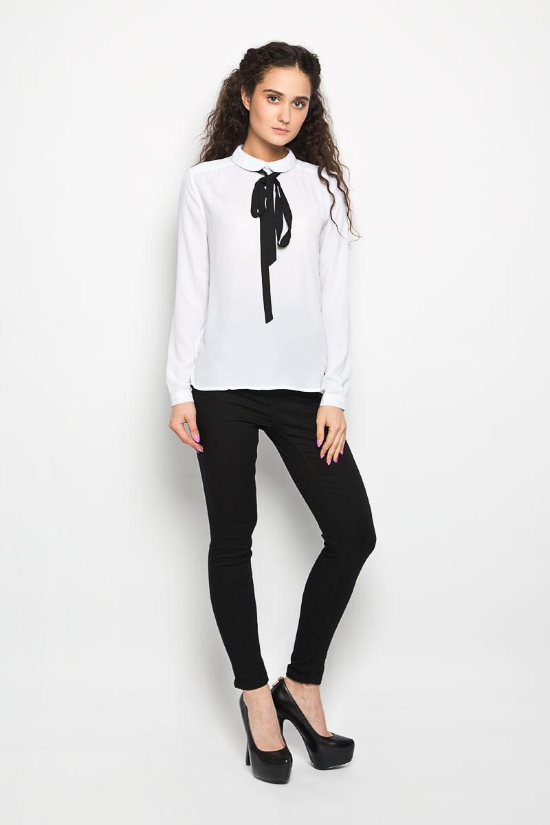 Блузка женская Moodo, цвет: белый. L-KO-2008 WHITE. Размер L (48)L-KO-2008_WHITEСтильная женская блуза Moodo, выполненная из 100% полиэстера, подчеркнет ваш уникальный стиль.Модная блузка свободного кроя с длинными рукавами и отложным воротником поможет вам создать неповторимый образ. Однотонная блуза великолепно сочетается с любыми нарядами. Блуза сзади застегивается на небольшую пуговичку, и дополнена контрастным тонким шарфиком. Рукава оснащены манжетами на пуговицах. Такая блузка будет дарить вам комфорт в течение всего дня и послужит замечательным дополнением к вашему гардеробу.