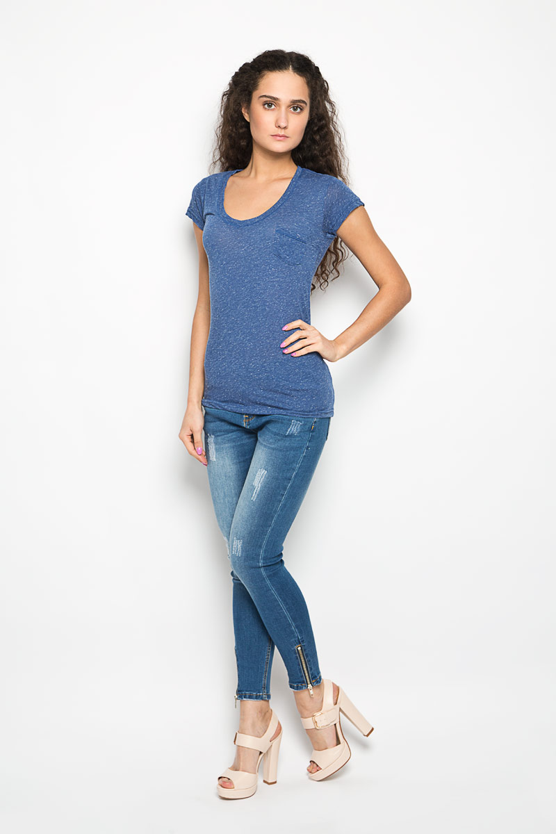 Футболка женская Moodo, цвет: синий меланж. L-TS-2002 BLUE MEL. Размер XS (42)L-TS-2002_BLUE_MELЖенская футболка Moodo поможет создать отличный современный образ в стиле Casual. Модель, изготовленная на 85% из полиэстера и на 15% из льна, очень мягкая, тактильно приятная и не сковывает движения. Футболка с V-образным вырезом горловины и короткими рукавами выполнена в лаконичном дизайне. На груди предусмотрен небольшой накладной открытый кармашек.Такая футболка станет стильным дополнением к вашему гардеробу, она подарит вам комфорт в течение всего дня!