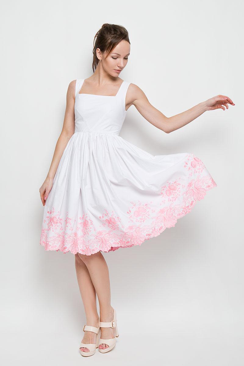 Платье Анна Чапман, цвет: белый, розовый. P94K-P. Размер 40P94K-PЭлегантное платье Анна Чапман подарит удобство и поможет вам подчеркнуть свой вкус и неповторимый стиль.Изготовленное из натурального хлопка, оно мягкое на ощупь, не раздражает кожу и хорошо вентилируется. Модель с квадратным вырезом горловины без рукавов на спинке застегивается на потайную застежку-молнию. Необычное расположение нагрудных вытачек придает силуэту еще более утонченный вид и еще больше подчеркивает талию. Складки на отрезной юбке дарят образу романтичность. По низу юбки изделие оформлено экслюзивной вышивкой. Цветочный орнамент создала старейшая вышивальная фабрика России Новый мир. В таком наряде вы несомненно окажетесь в центре внимания.