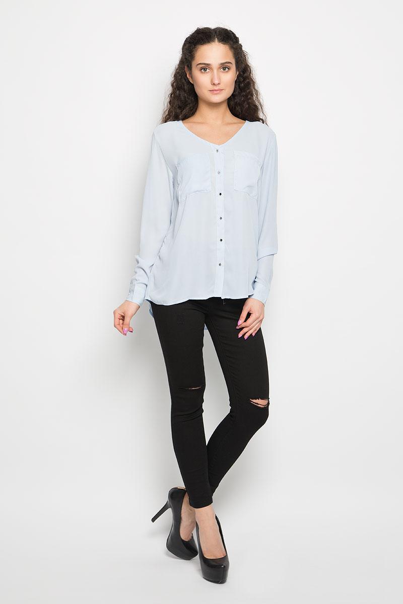 Блузка женская Moodo, цвет: голубой. L-KO-2010 L.BLUE. Размер L (48)L-KO-2010_L.BLUEОчаровательная женская блуза Moodo, выполненная из струящегося легкого материала, подчеркнет ваш уникальный стиль и поможет создать оригинальный женственный образ.Модная блузка свободного кроя с V-образным вырезом горловины и длинными рукавами застегивается на пуговицы по всей длине. Блузка дополнена накладными нагрудными карманами. Манжеты рукавов застегиваются на пуговицы. Спинка немного удлинена.Легкая блуза идеально подойдет для жарких летних дней. Такая блузка будет дарить вам комфорт в течение всего дня и послужит замечательным дополнением к вашему гардеробу.
